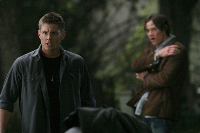 Photo de jared padalecki dans la s rie supernatural photo 442 sur 496 allocin - Jensen ackles taille ...