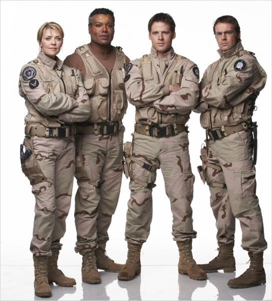 Stargate SG-1 : photo Amanda Tapping, Ben Browder, Christopher Judge, Michael Shanks
