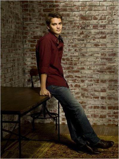 Brothers & Sisters : Photo Luke Grimes