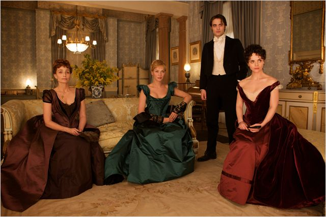 Bel Ami : photo Christina Ricci, Kristin Scott Thomas, Robert Pattinson, Uma Thurman
