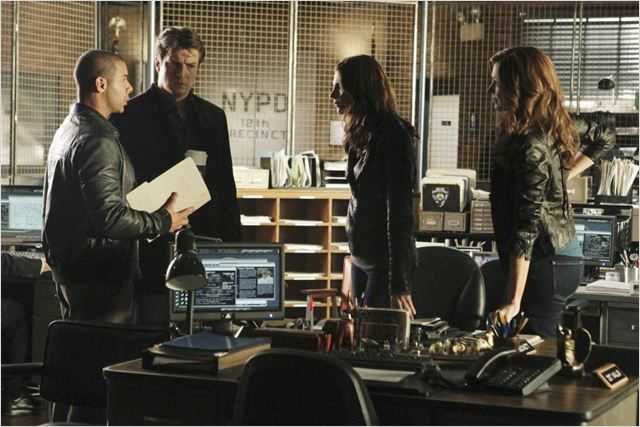 Castle : photo Jon Huertas, Laura Prepon, Nathan Fillion, Stana Katic