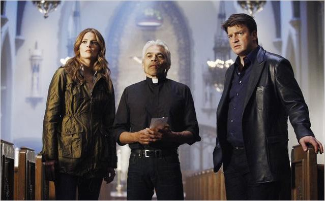 Castle : photo Nathan Fillion, Sal Lopez, Stana Katic
