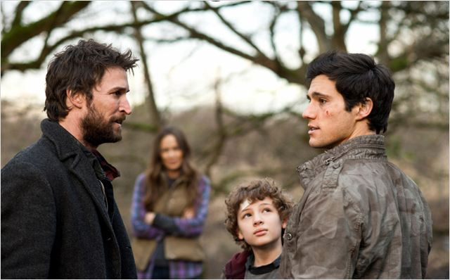 Falling Skies : photo Drew Roy, Maxim Knight, Noah Wyle