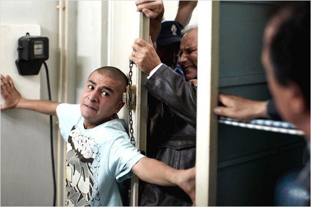 Dernier étage, gauche, gauche : photo Angelo Cianci, Aymen Saïdi, Hippolyte Girardot, Mohamed Fellag