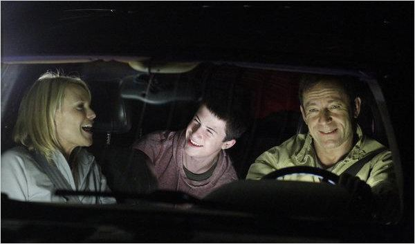 Awake : photo Dylan Minnette, Jason Isaacs, Laura Allen