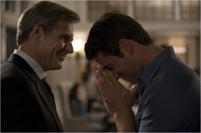 Revenge : photo Henry Czerny, Joshua Bowman