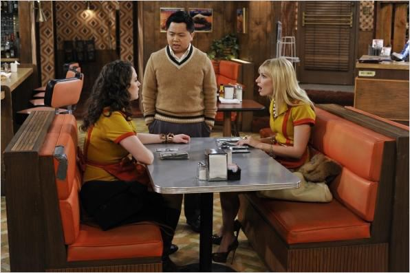 Photo Beth Behrs, Kat Dennings, Matthew Moy