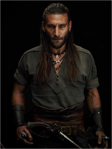 Photo de Zach McGowan dans la série Black Sails : Photo 27 ...