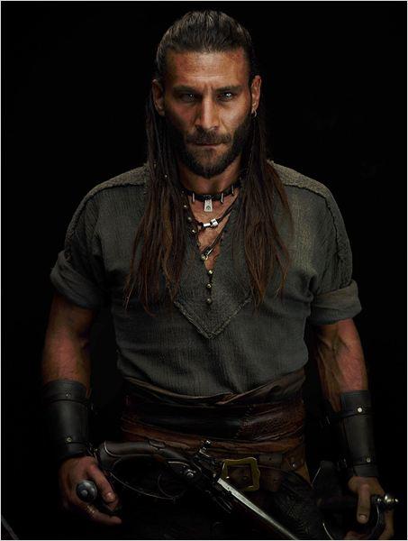 Photo de Zach McGowan dans la série Black Sails : Photo 27 ...