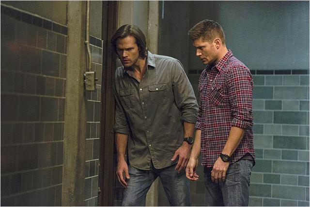 Photo de jared padalecki dans la s rie supernatural photo 35 sur 507 allocin - Jensen ackles taille ...