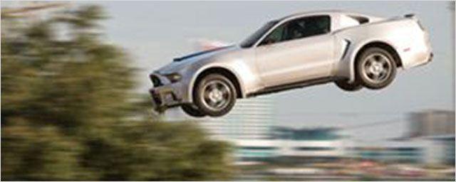 Extrait Need for Speed : Aaron Paul s'envoie en l'air !