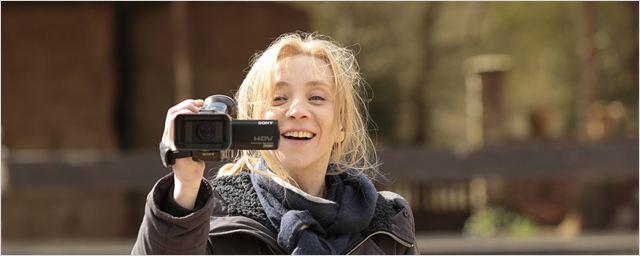 Sylvie Testud tyrannisée, Michel Drucker en guest, tournage dans un hôtel... Tout sur Arrête ton cinéma en 5 vidéos !