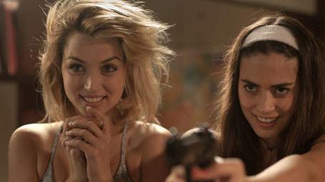 Knock Knock : Keanu Reeves agressé par deux (très) jolies filles...