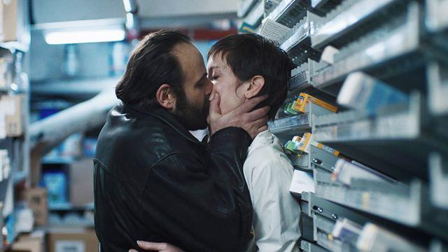 Bande-annonce Médecin de nuit : Vincent Macaigne et Pio Marmai au coeur d'un trafic de médicaments