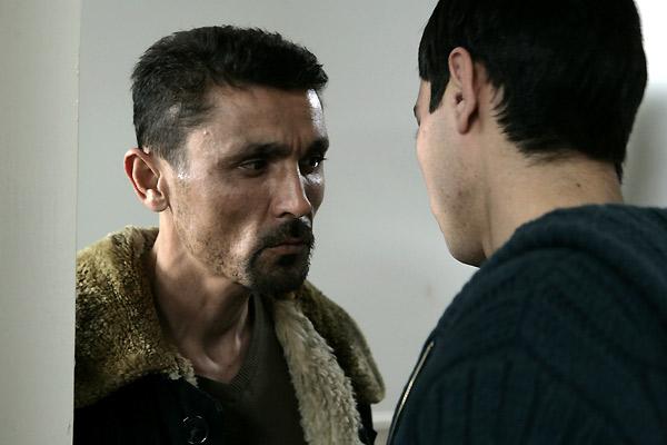 Maruf Pulodzoda et (de dos) Khurched Golibekov