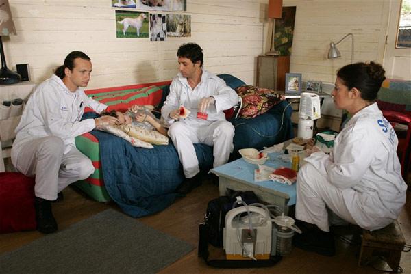 Équipe médicale d'urgence : Photo Frédéric Quiring, Lionel Sautet, Nanou Garcia