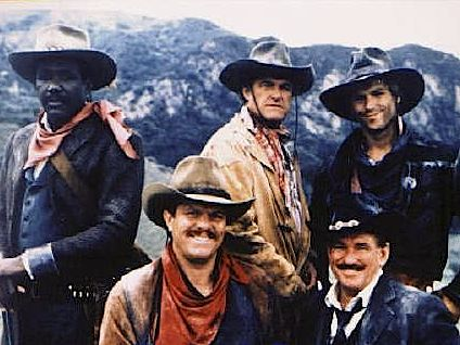 Outlaws : Photo Charles Napier, Patrick Houser, Richard Roundtree, Rod Taylor, William Lucking