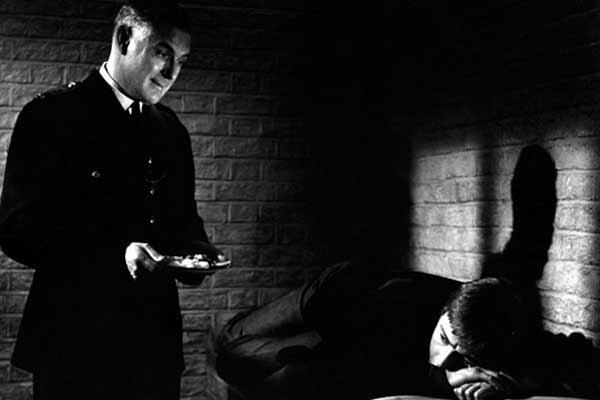 La Victime : Photo Basil Dearden, Peter McEnery