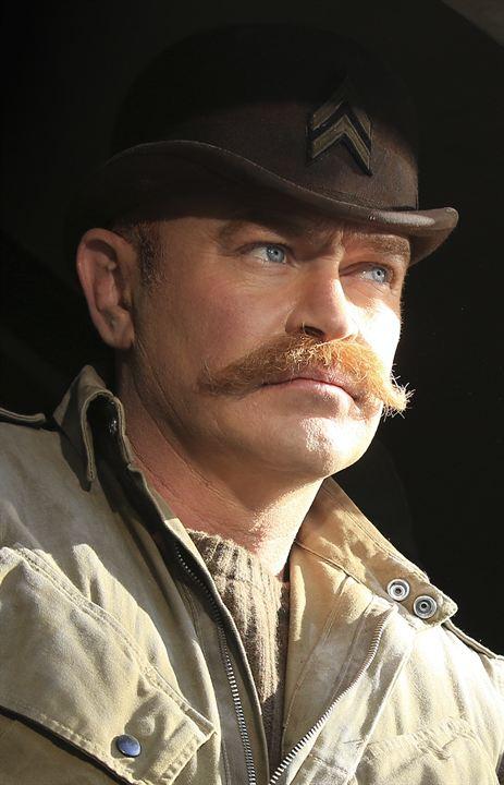 """Moustache épaisse dite """"à l'anglaise"""" pour Dum Dum Duggan"""