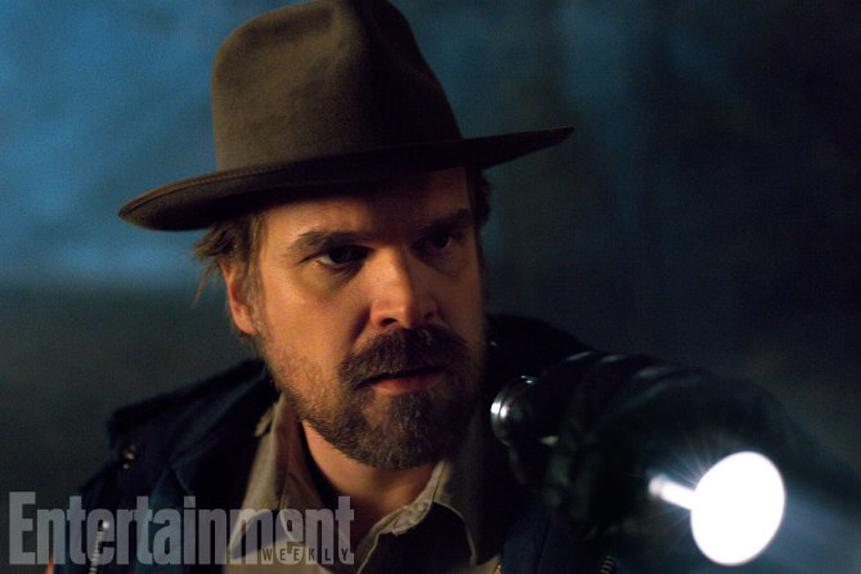 Shérif Hopper (David Harbour)