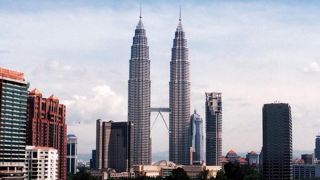 """Les Petronas Towers au coeur du casse de """"Haute voltige"""" (1999)"""