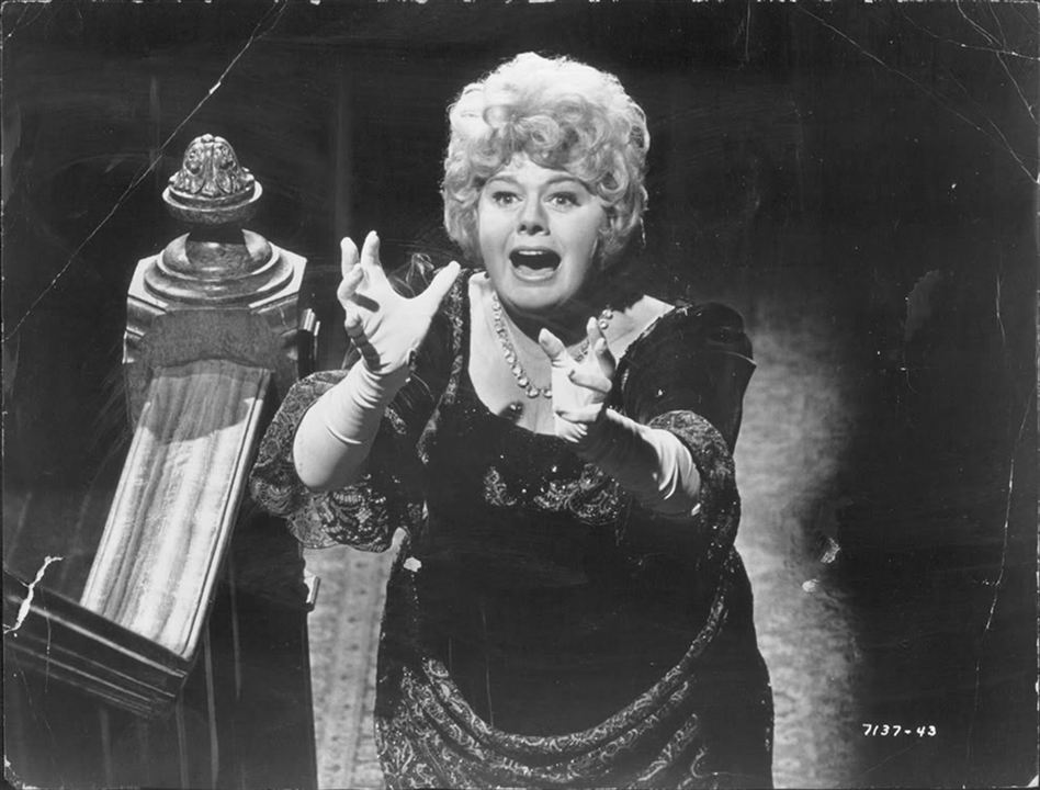 Whoever Slew Auntie Roo? : Photo Shelley Winters