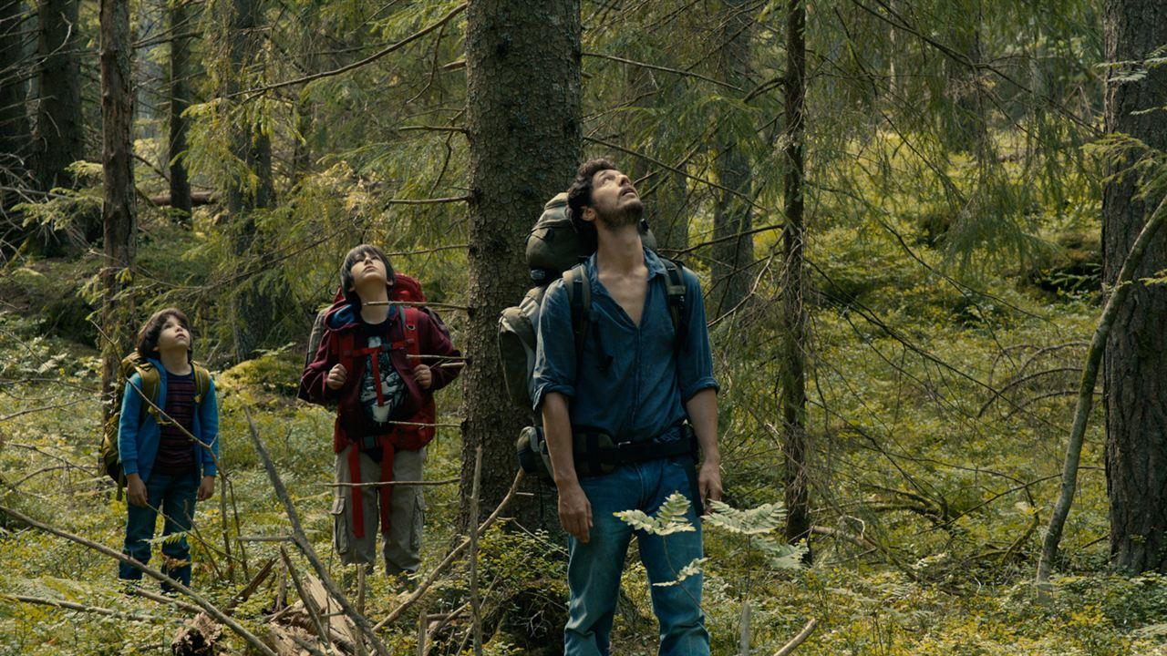 Dans La Forêt : Photo Jérémie Elkaïm, Théo Van de Voorde, Timothé Vom Dorp