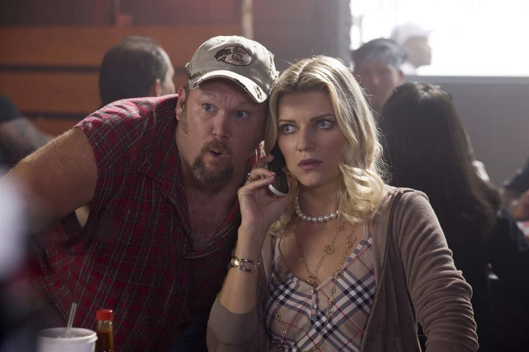 Hot Protection : Photo Ivana Milicevic, Larry The Cable Guy