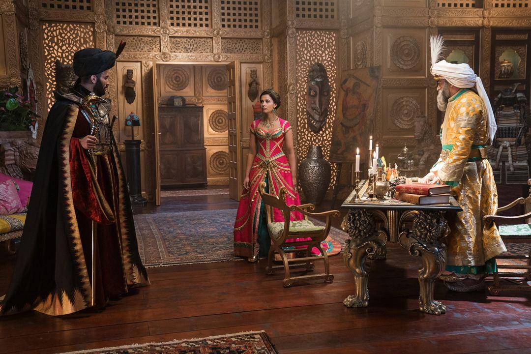 Aladdin : Photo Marwan Kenzari, Naomi Scott, Navid Negahban